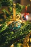 Uma joia do globo para a árvore de Natal Fotografia de Stock Royalty Free