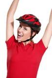 Jovem mulher com um capacete da bicicleta Imagem de Stock