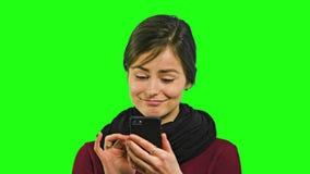 Uma jovem senhora Chatting no telefone fotos de stock royalty free