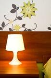 Uma lâmpada de cabeceira leve imagens de stock royalty free