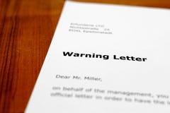 Uma letra em uma tabela de madeira Imagem de Stock
