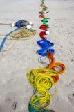 Uma linha colorida de corda da pesca na praia de Uppuveli em Sri Lanka Fotografia de Stock Royalty Free
