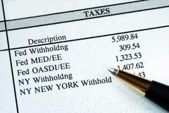 Uma lista de impostos com retenção na fonte Fotografia de Stock Royalty Free