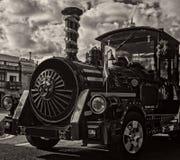 Uma locomotiva de vapor velha diminuta fotografia de stock