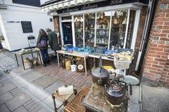 Uma loja antiga em Tenterden, Kent, Inglaterra fotos de stock