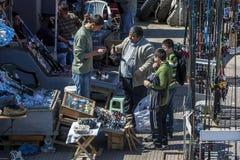 Uma loja da pesca ao lado da ponte de Galata no distrito de Karakoy de Istambul em Turquia Fotografia de Stock
