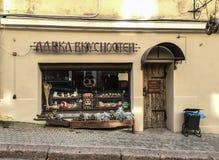 Uma loja de lembrança em Vyborg, Rússia fotografia de stock