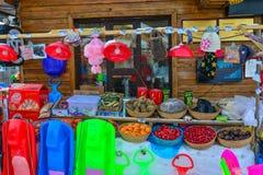 Uma loja na vila da neve do condado de Mohe imagem de stock