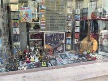 Uma loja típica em Aveiro imagem de stock royalty free
