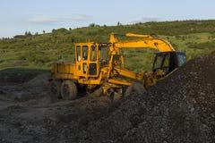 Uma máquina escavadora amarela Fotografia de Stock