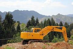 Uma máquina escavadora da esteira rolante fotos de stock royalty free