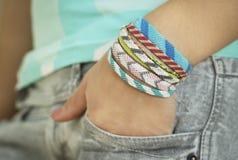 Uma mão com bracelete Imagens de Stock Royalty Free