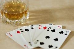 Uma mão dos cartões Fotos de Stock Royalty Free