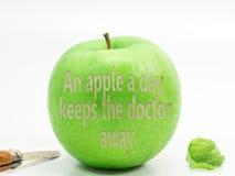 Uma maçã verde Imagens de Stock