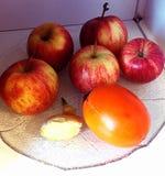 Uma maçã um o dia mantem o doutor ausente Fotos de Stock Royalty Free