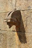 Uma maneira antiga da água da parede de pedra do forte do vellore Fotografia de Stock Royalty Free