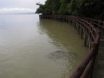 Uma maneira do beira-mar no céu da manhã Foto de Stock Royalty Free