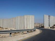 Uma maneira, porta na parede a autêntico palestino ocupado Imagens de Stock