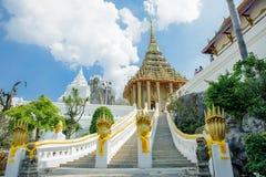 Uma maneira a um templo imagem de stock royalty free