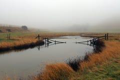Uma manhã enevoada do inverno no parque do país de sete irmãs fotos de stock royalty free