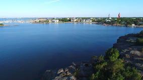Uma manhã quieta de julho sobre a cidade pela baía Hanko, Finlandia filme