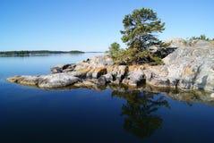 Uma manhã quieta no arquipélago de Éstocolmo Fotos de Stock Royalty Free