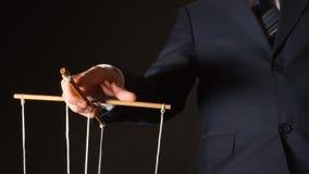 UMA MANIPULAÇÃO: um homem de negócios que manipula fotos de stock royalty free