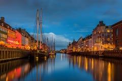 Uma margem do século XVII Nyhavn em Copenhaga fotografia de stock