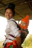 Uma matriz tailandesa e seu bebê Imagens de Stock Royalty Free