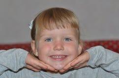 Uma menina é um modelo Imagens de Stock