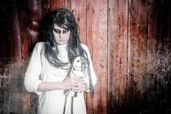 Uma menina assustador do fantasma Fotos de Stock
