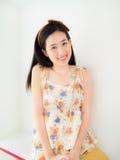 Uma menina bonita nova com seu sorriso bonito Imagem de Stock