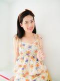 Uma menina bonita nova com seu sorriso bonito Fotos de Stock