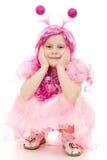 Uma menina com cabelo cor-de-rosa em um vestido cor-de-rosa Fotografia de Stock Royalty Free