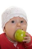 Uma menina com uma maçã. fotos de stock royalty free