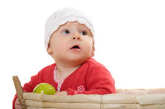 Uma menina com uma maçã. fotografia de stock