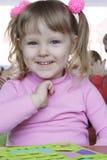 Uma menina de sorriso fotos de stock royalty free