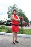 Uma menina e tanques Foto de Stock Royalty Free