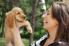 Uma menina e um cão Fotografia de Stock