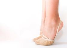Uma menina está nos dedos do pé Fotografia de Stock