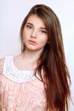 Uma menina idosa bonita de 13 anos Fotos de Stock