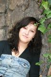 Uma menina no jardim imagens de stock