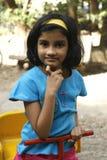 Uma menina no parque Fotos de Stock Royalty Free