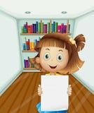 Uma menina que guardara um papel vazio dentro da sala ilustração royalty free