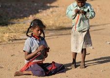 Uma menina suja com coração bonito Fotografia de Stock