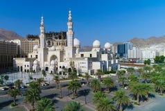 Uma mesquita branca na Meca fotos de stock royalty free