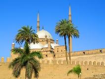 Uma mesquita está em ?airo Fotos de Stock Royalty Free