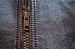 Uma metade fechou o ideal do casaco de cabedal para motociclistas do motor fotos de stock