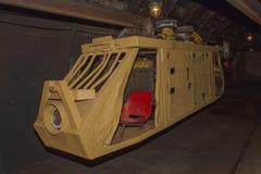 Uma mina de carvão e um trem velhos, abandonados da mina Extração de carvão na mina subterrânea Fotos de Stock Royalty Free