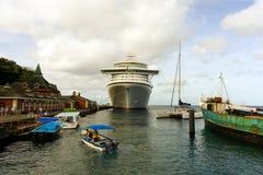 Uma mistura dos barcos no porto de kingstown Fotografia de Stock